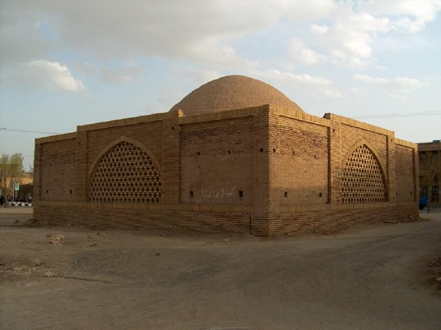 آب انبار سنتی حاج میرزا شهر ورزنه